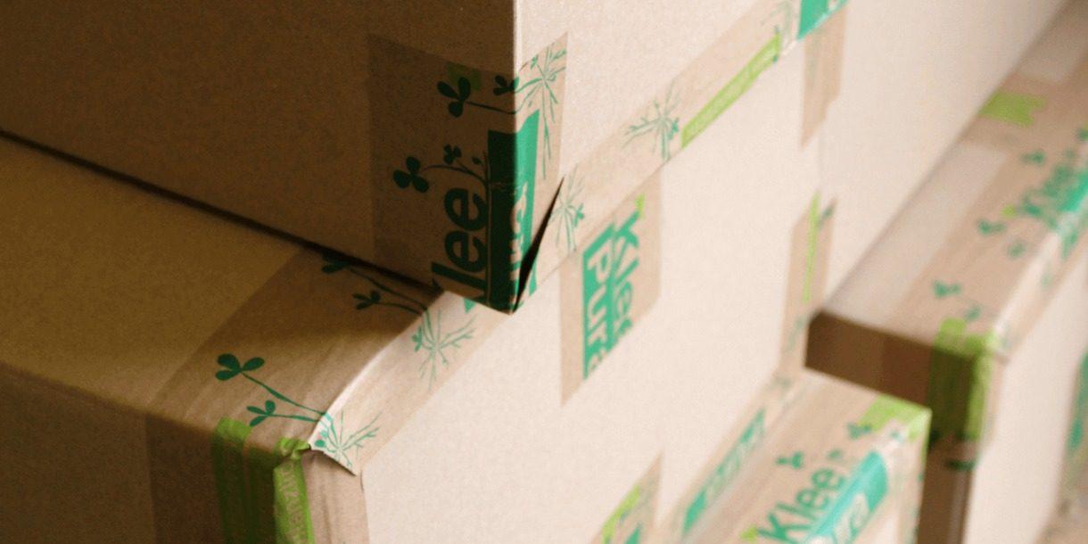 Verpackungskarton mit KleePuraKlebeband